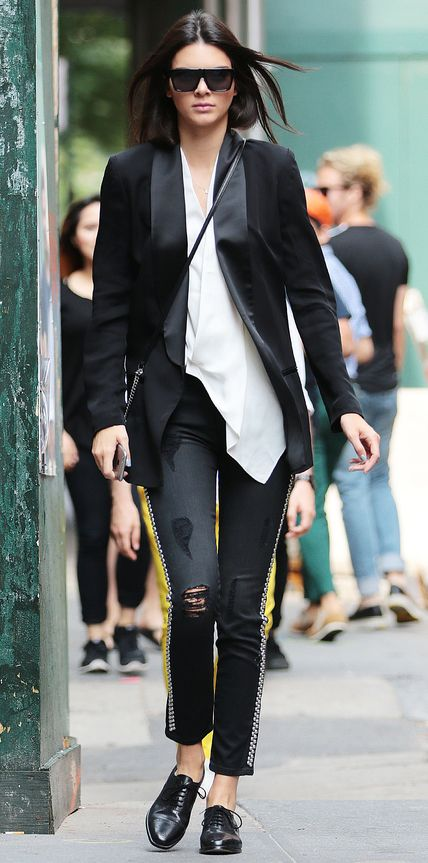 Kendall Jenner turns the streets of NYC into a catwalk Pictured: Kendall Jenner Ref: SPL1112555 300815 Picture by: XactpiX/Splash Splash News and Pictures Los Angeles:310-821-2666 New York: 212-619-2666 London: 870-934-2666 photodesk@splashnews.com