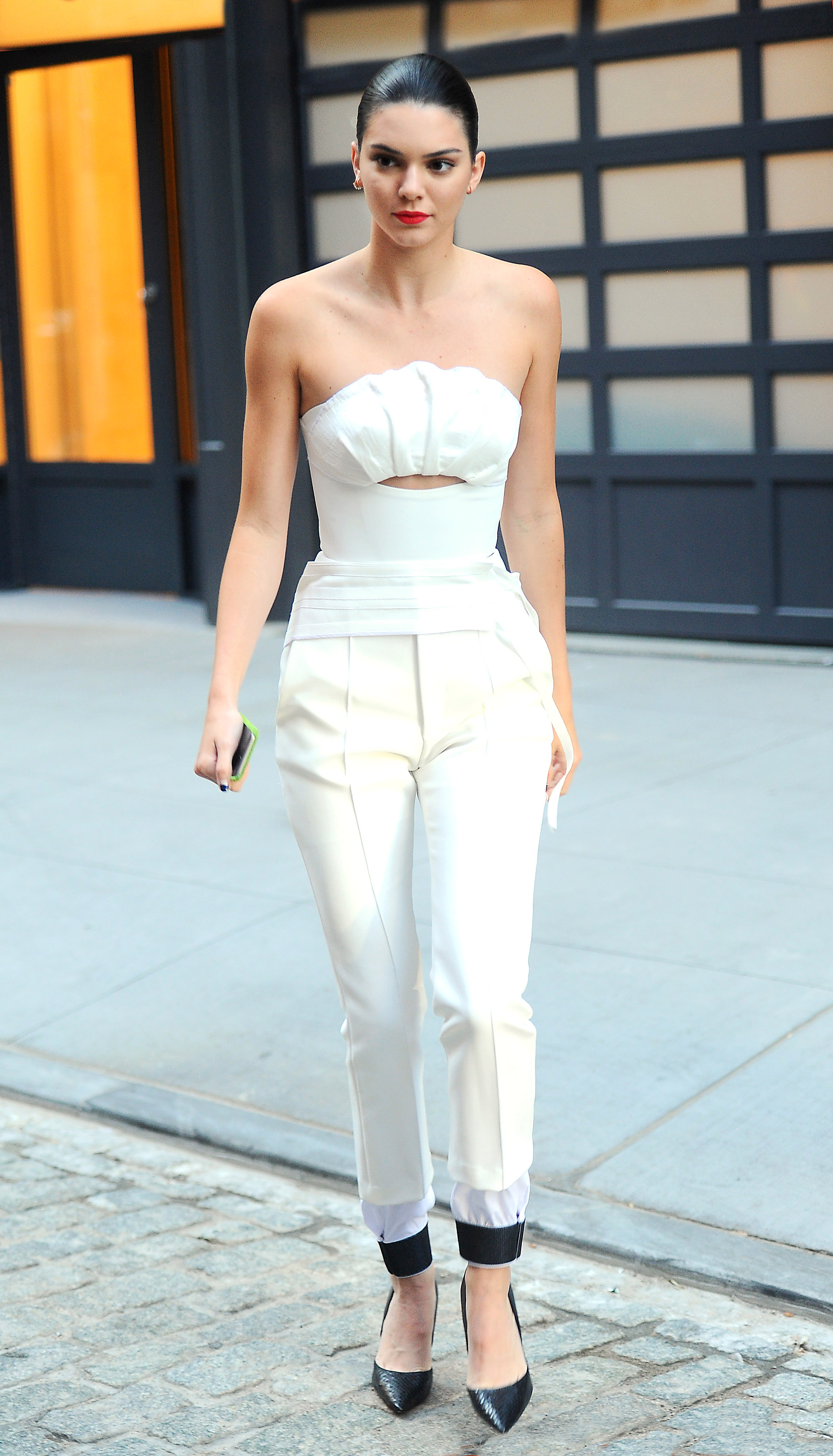 Kendall Jenner looks striking in white as she heads to the Zac Posen fashion show in NYC Pictured: Taylor Swift Ref: SPL1352824  120916   Picture by: JENY / Splash News Splash News and Pictures Los Angeles:310-821-2666 New York:212-619-2666 London:870-934-2666 photodesk@splashnews.com