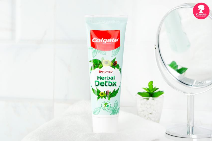 ยาสีฟัน คอลเกต สมุนไพร ดีท็อกซ์ ในห้องน้ำ รู้สึกสะอาด